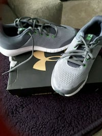Size 6 boys under armour shoes new Oak Forest, 60452