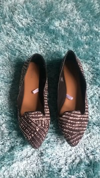 Pair of brown leather pointed-toe flats 44 km