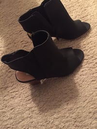 pair of black open-toe wedge sandals Triangle, 22172