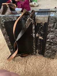 1930's accordion in great working condition