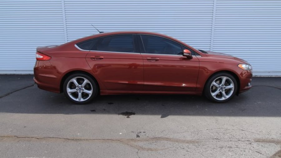 2014 Ford Fusion SE / BACK UP CAM / HEATED SEATS / NAVIGATION 5089a721-030c-43bd-a9c5-94b9a478051d