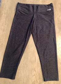 NWOT charcoal grey Pink Ultimate Yoga Capri Leggings. Sz S Las Vegas, 89144