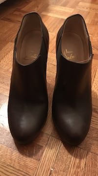 Christian louboutin Brown booties size 37.5 Vaughan, L4L 3V2