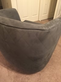 black and gray pet bed Arlington, 22202