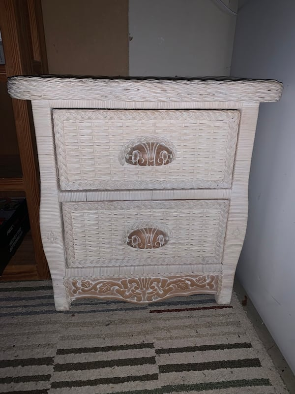 PIER ONE WHITE WASHED WICKER STAND 7a9ae048-9ce8-4c1a-a4b9-b3bf4c8994d1