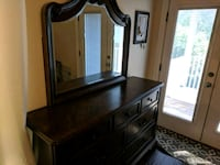 Dresser with morror
