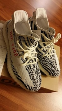 pair of Zebra Adidas Yeezy Boost 350 V2 Los Angeles, 91311