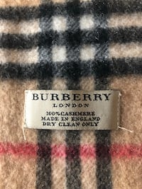 Burberry scarf 100 %cashmere scarf unisex  Laval, H7W 1H7
