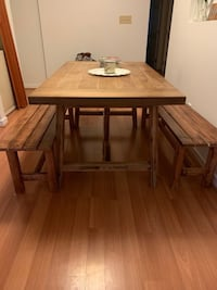Farmhouse Dinning Table w Benches Wilmington, 19805