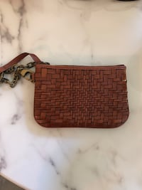 Cole Hahn leather coin purse with key chain Arlington