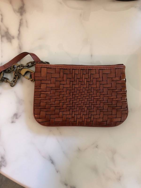 Cole Hahn leather coin purse with key chain be44c714-c8a1-4690-9577-294ef9031c58