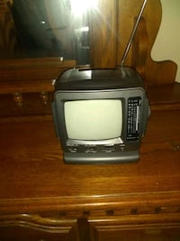 Battery operated tv small works near perfect condition