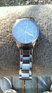 round silver-colored chronograph watch with link bracelet 835 mi