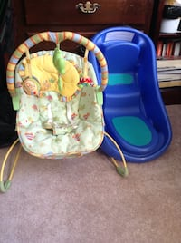 Fisher Price infant Bouncer and bathtub Vancouver, V5M