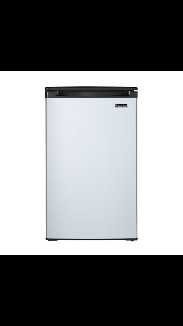 Used Magic Chef 44 Cu Ft Mini Refrigerator With Freezerless