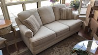 6ft couch W/ 2 pillows Richmond Hill, L4C 1V7