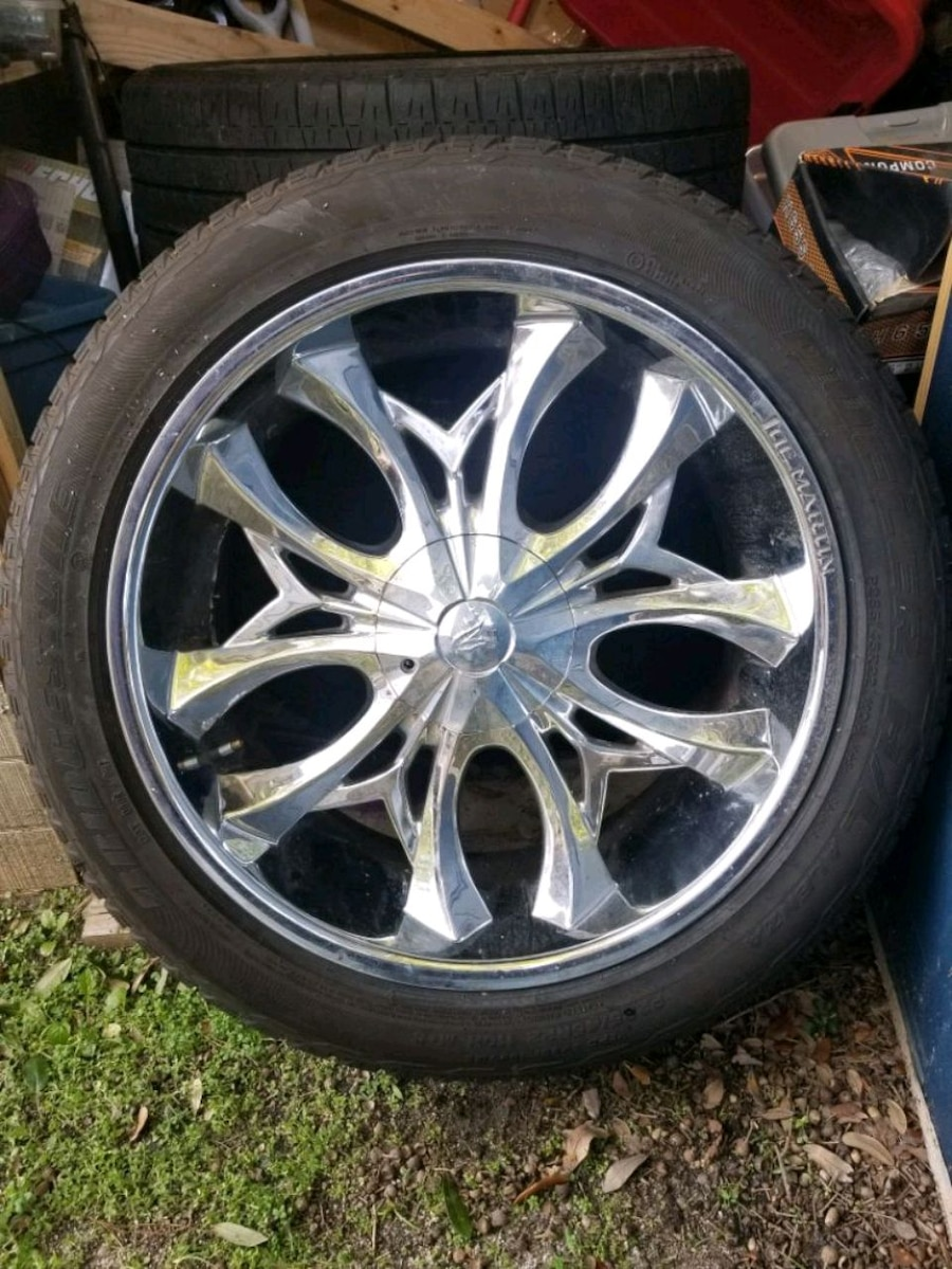Photo 22 inch rims and tires (Universal 5 lugs)
