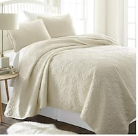 3 Piece Patterned Quilted Coverlet Set (Size Queen/Full).  Toronto, M6N 3V9
