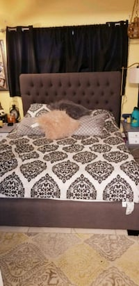 white and black floral bed sheet Fort Myers, 33919