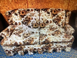 Vintage couch with pull out bed