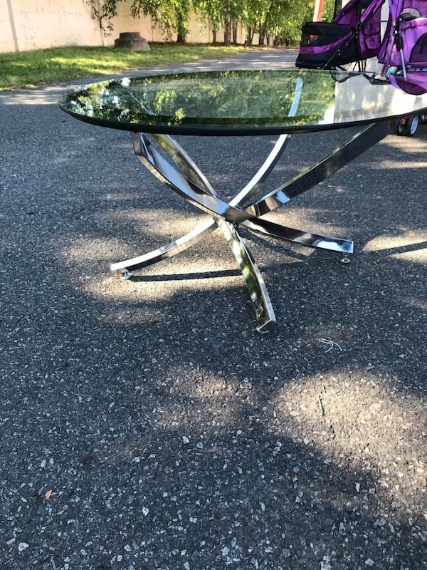 Chrome with black coffee table  In good condition serve. 19c1fb20-557b-4f90-bae4-8db439370d62