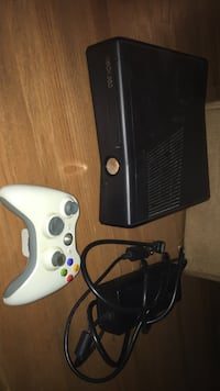 White xbox 360 console with controller Brooklyn Park, 55443