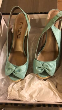pair of green leather peep-toe heels College Station, 77840