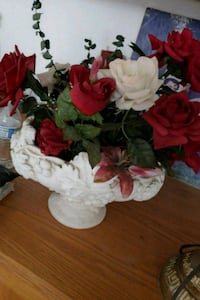 white and red artificial flowers Ceres, 95307