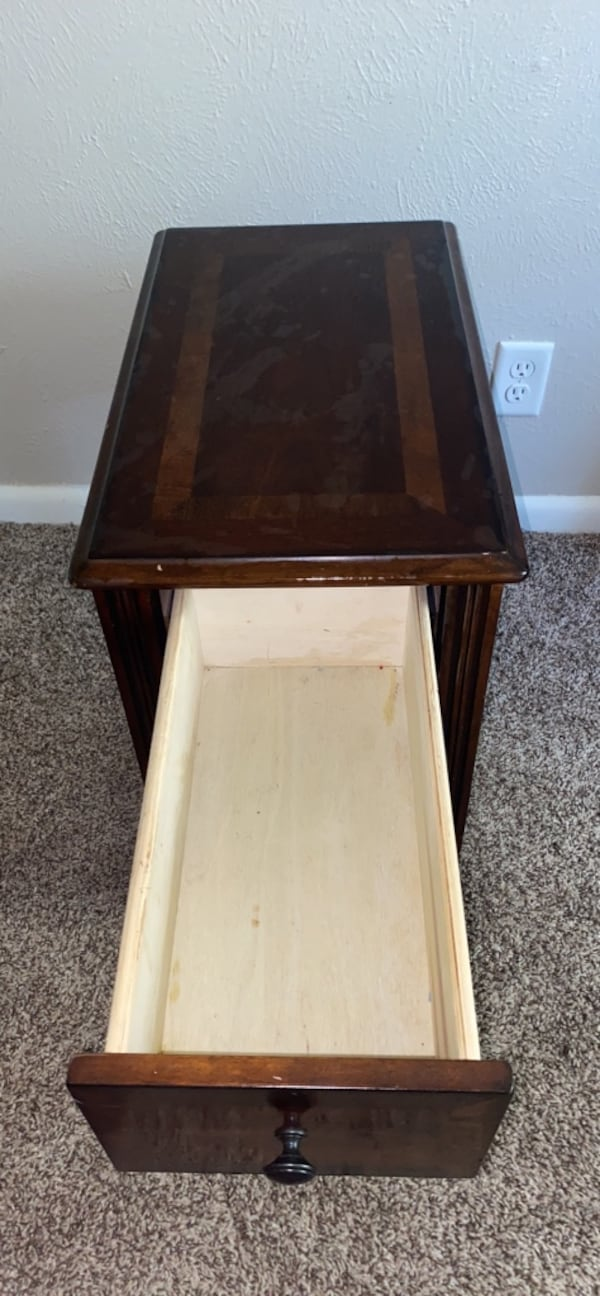 Nightstand ( Willing to negotiate price !) 17e72d85-02f8-4063-91a9-05119d261688