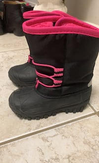Toddler snow boots size 7 Kitchener, N2R