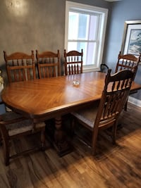 Solid wood dining table Southgate, N0C