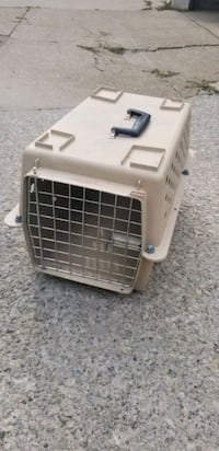 Small pet travel carrier Toronto, M4C 1N5