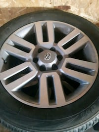 gray Toyota vehicle wheel and tire St. Catharines, L2P 1X2