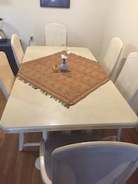 Extendable Dining Table & 6 Chairs Vancouver, V6C