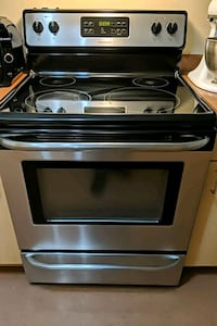 Frigidaire cooking range oven *negotiable Montreal, H3W