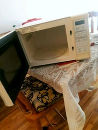 white and black microwave oven Montréal, H8R 2G8