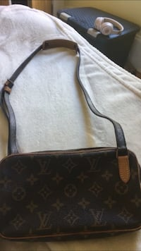 Black and brown louis vuitton leather crossbody bag Halifax, B3H 4H8