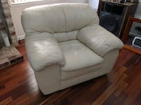 Cream leather oversize chair Pacifica, 94044