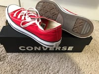Womans red converse  Williamsburg, 40769