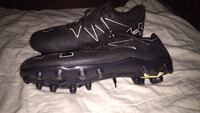 Pair of black under armor cleats Newton, 36352