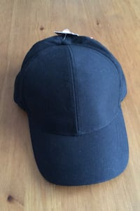 Women's black cap