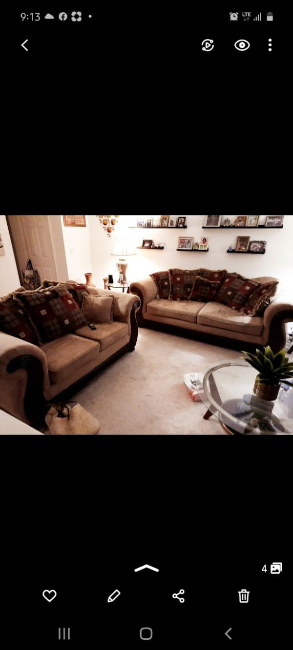 Really pretty Living room sofa with love sofa to match.  89416819-90ba-4b52-a6e6-500098733b34