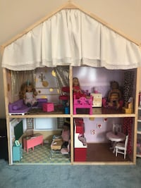Doll house for 18 inch (American girl style) dolls