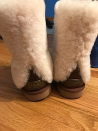 pair of brown leather boots Arlington Heights, 60004