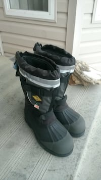Men's insulated boots. Brand new. Size 13