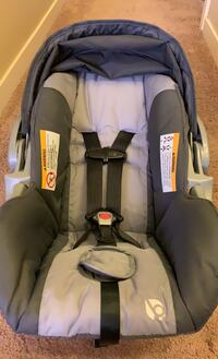 Babytrend Cityscape Infant car seat with 2 car bases. Salem, 97304