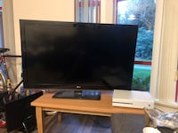 Black flat screen tv with remote Vancouver, V6T