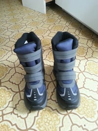 Brand New Snow boot Size 2 Lachute