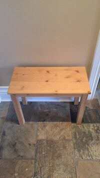 Small wooden bench (1.5 ft tall) Vaughan, L6A 3Y5