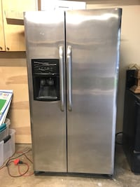Stainless steel side-by-side refrigerator with dispenser Mesquite, 75150